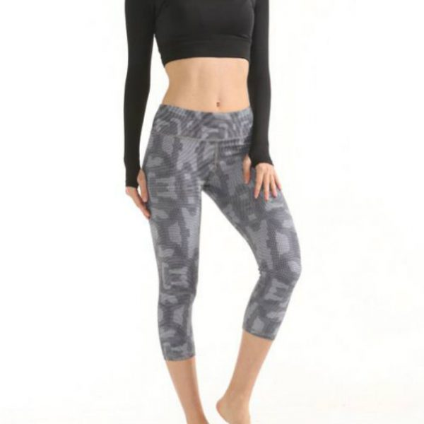 Moisture Wicking Compression Capri Manufacturers USA